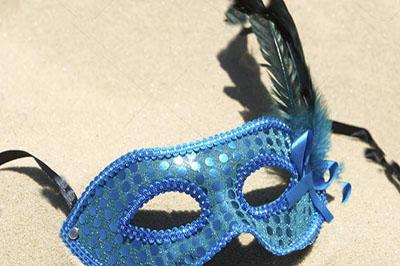 depositphotos_44013201-stock-photo-carnival-mask-on-sand-beach